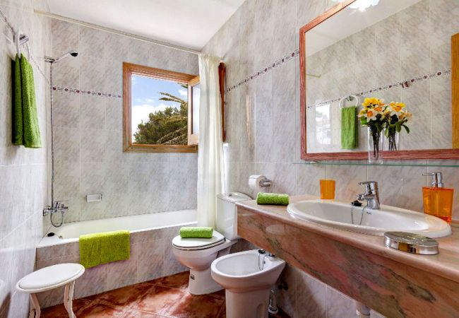 Villa en Cala Blanca - Menorca Oliv1