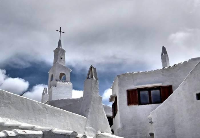 Fachadas blancas de Binibeca