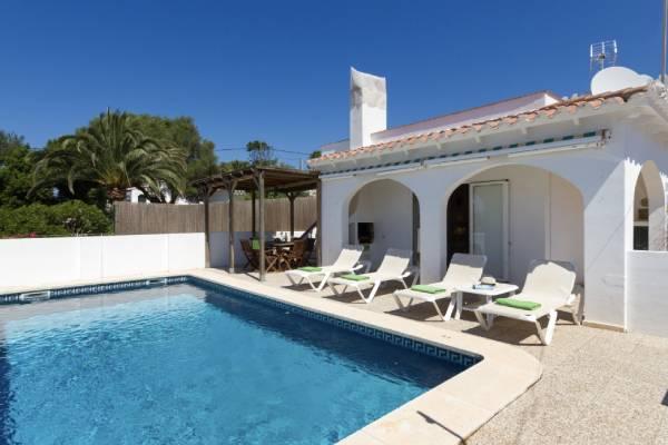 villa con piscina junto a Cala en Porter